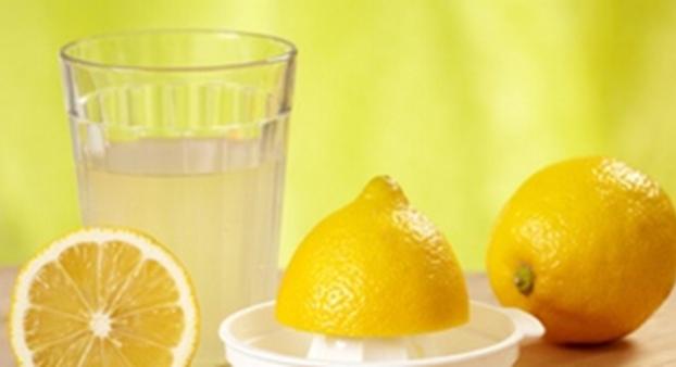 Die Zitronen werden ausgepresst