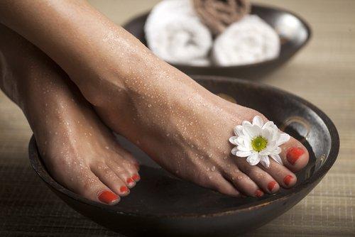 Füße in Essig baden