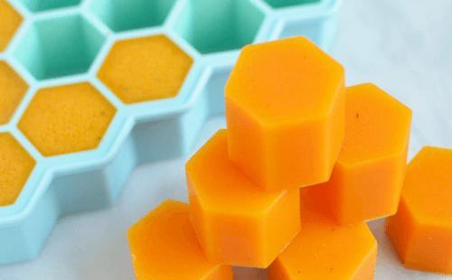 Gelatine mit Honig und Kurkuma herstellen