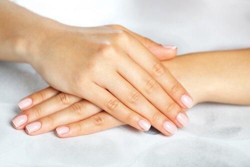 Schwache und brüchige Nägel verhindern