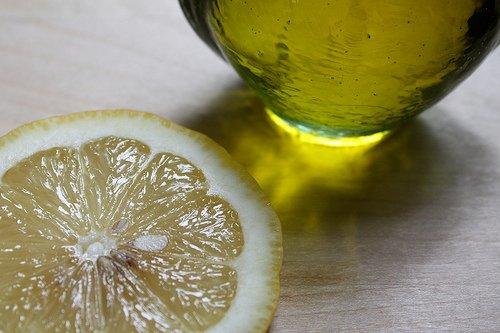 Öl und Zitrone