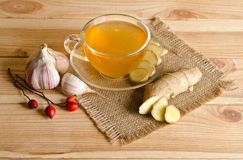 Tee mit Knoblauch und Ingwer