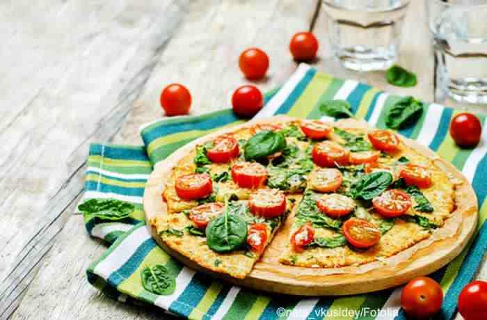 Vegetarische Low Carb Pizza mit Blumenkohlboden