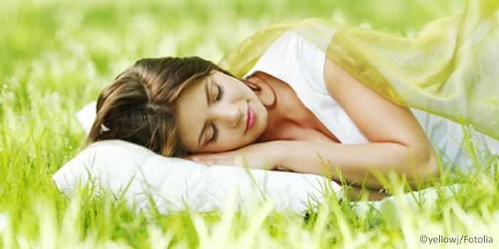 Ruhiger, entspannter Schlaf mithilfe von Kräuterkissen