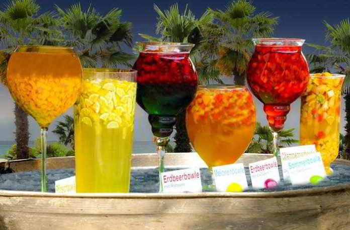 Erfrischende Sommerbowle - leicht, vitaminreich und alkoholfrei