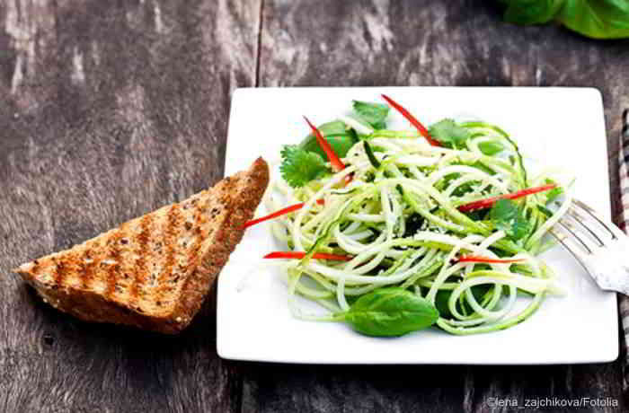 Zucchini Spaghetti mit Avocadocreme, das Low Carb Rezept