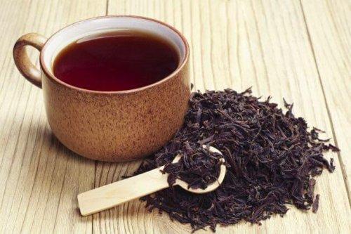 schwarzer Tee als natürliches Heilmittel gegen Abszesse im Mund