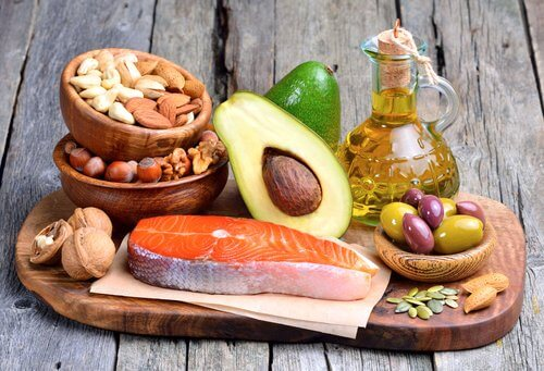 Was ist die empfohlene Menge an Fett während der Diät?