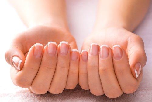 9 Tipps zur natürlichen Pflege der Nägel innen und außen