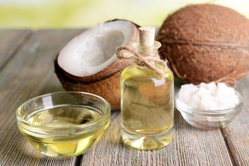 Wie man Kokosnußöl als natürliche Kosmetik benutzt