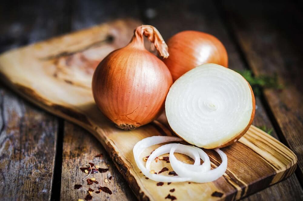 Rezepte, um Soße mit Zwiebel und Knoblauch zu machen