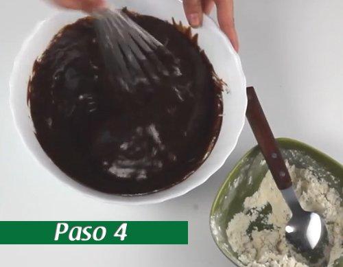 Wie man einen Schokoladenschokoladenkuchen macht