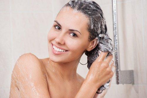4 natürliche Möglichkeiten, Haarfärbemittel zu entfernen