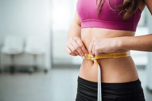 Wie man Auberginen- und Zitronenwasser zubereitet, um Gewicht zu verlieren