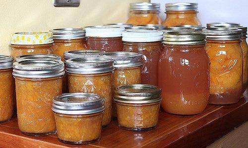 Wie man hausgemachte Marmeladen und Süßigkeiten zubereitet