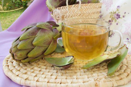 Wie man Artischocke Tee und Schachtelhalm gegen Cellulite zubereitet