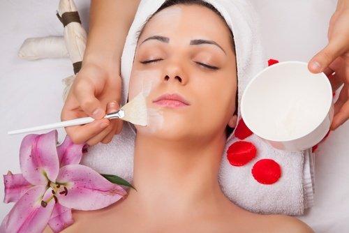 5 kosmetische Anwendungen des Eies für Haut und Haar