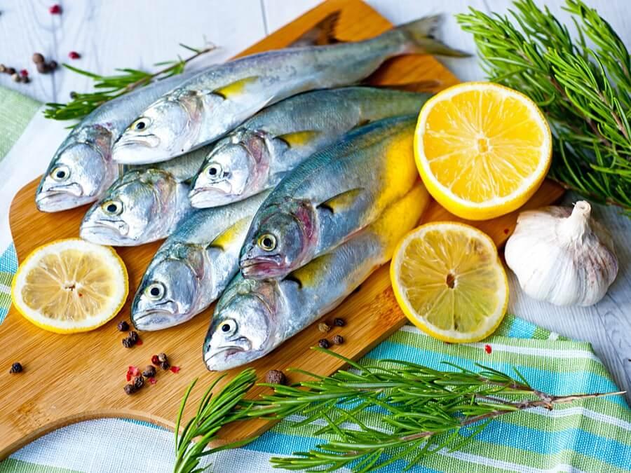 Bereiten Sie zu Hause Fischgratin zu, ohne einen Ofen zu benötigen