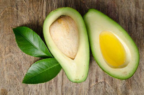 8 Tipps, um Avocadoöl in Ihrer Schönheitsroutine zu verwenden