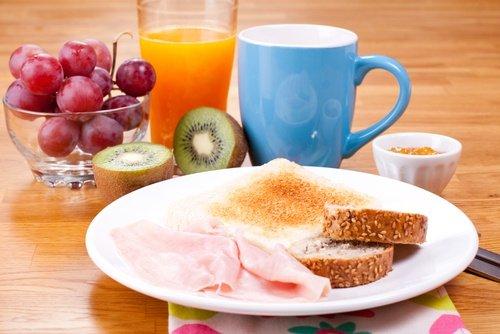 4 Dinge, die Sie jeden Morgen tun können, um Gewicht zu verlieren