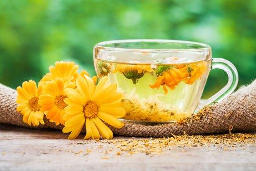 5 natürliche Heilmittel, die Ihnen helfen, die Hitzewallungen der Menopause zu reduzieren