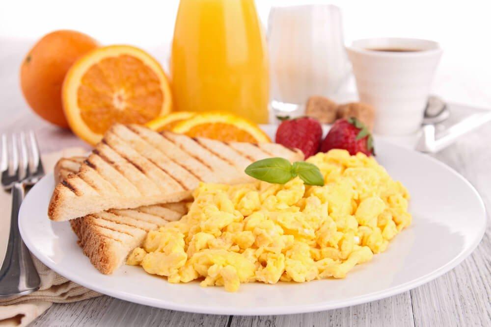 5 Lebensmittel, die Sie im Frühstück enthalten sollten, um Gewicht zu verlieren