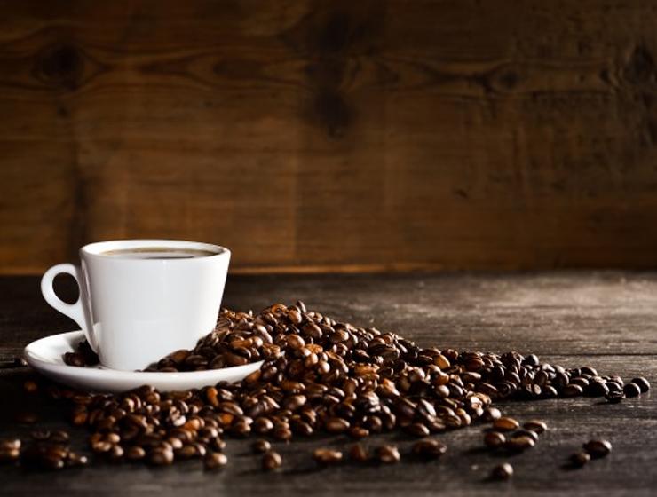 Geben Sie diese 3 einfachen Zutaten in Ihren Kaffee. Nach..